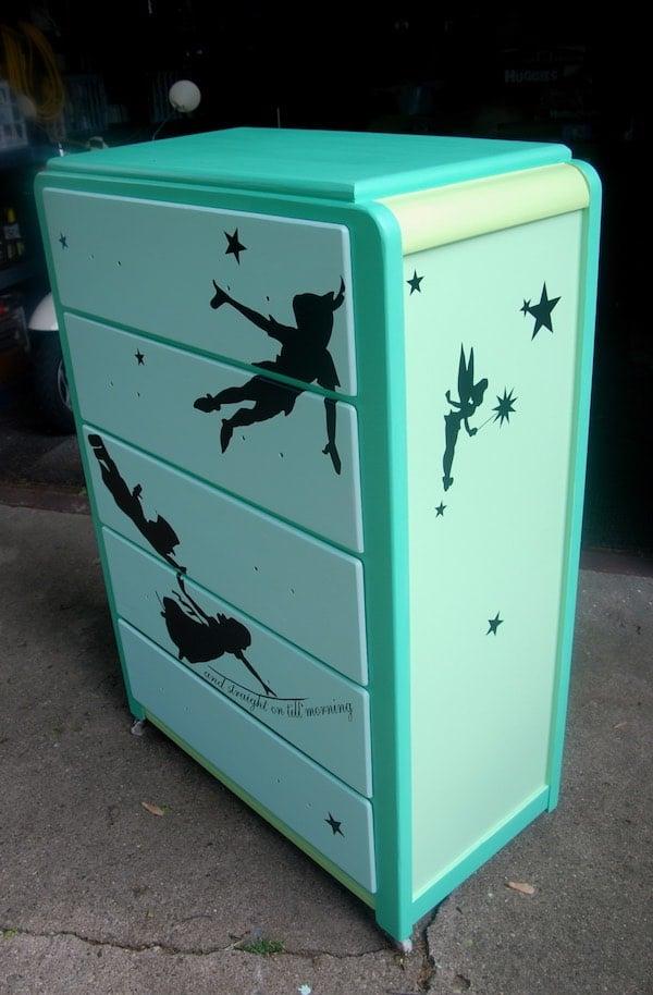 Vinilos infantiles para renovar muebles pequeocio for Pegatinas infantiles para muebles