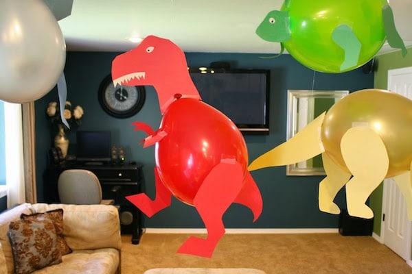 decoracin con globos para fiestas de dinosaurios
