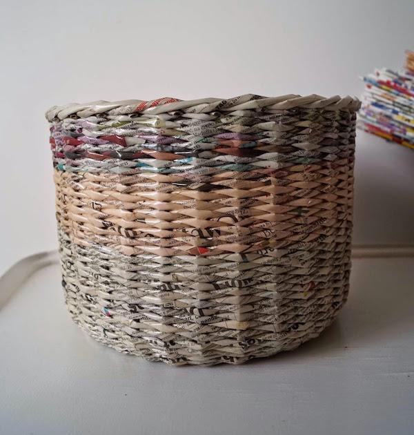 C mo hacer cestas con peri dicos pequeocio - Cestas de papel de periodico ...