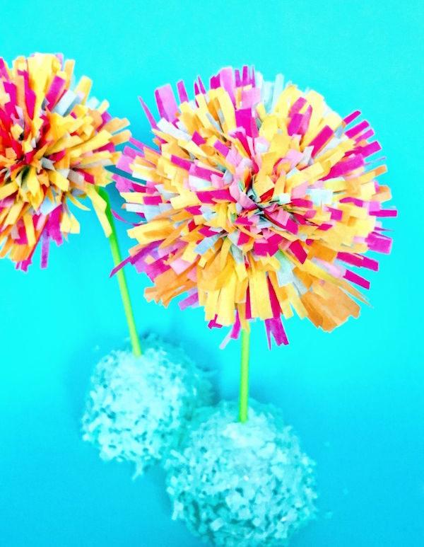 5 flores de papel para hacer con los ni os pequeocio for Papel decomural para ninos
