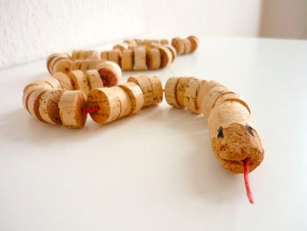 Manualidades infantiles: serpiente de corcho