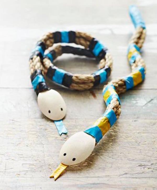 Manualidades infantiles: serpiente de cuerda