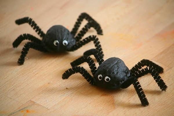 Manualidades para niños con nueces: arañas