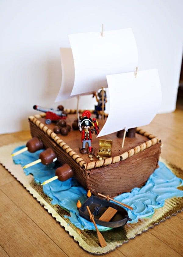 Tarta de barco pirata para un cumpleaños infantil 7