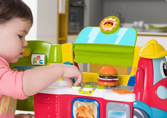 Food Truck Bilingüe Chicco, una cocina bilingüe para aprender jugando 5