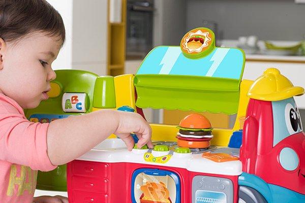 Food Truck Bilingüe Chicco, una cocina bilingüe para aprender jugando 2