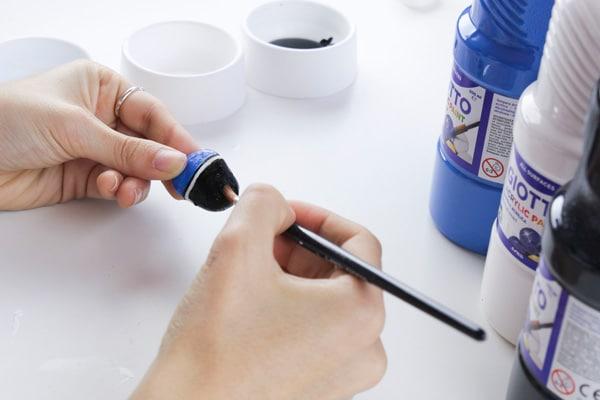 Cómo hacer imanes con piedras pintadas 3