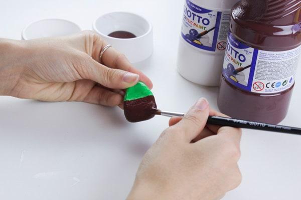Cómo hacer imanes con piedras pintadas 4
