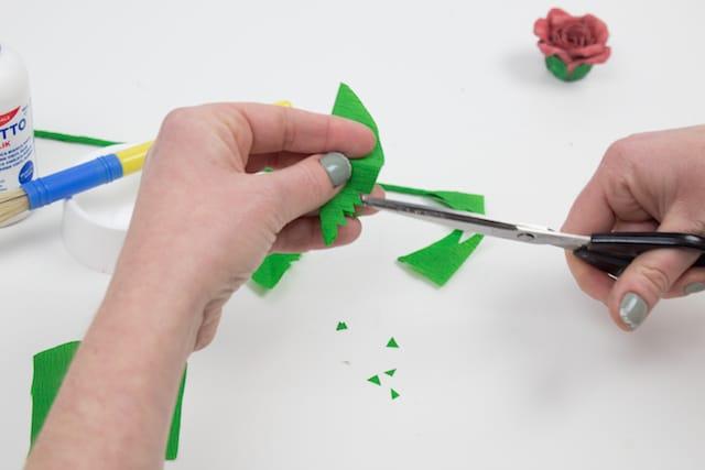 Cómo hacer una rosa para el Día de la Madre 6