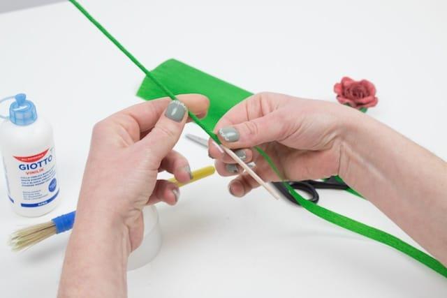 Cómo hacer una rosa para el Día de la Madre 5