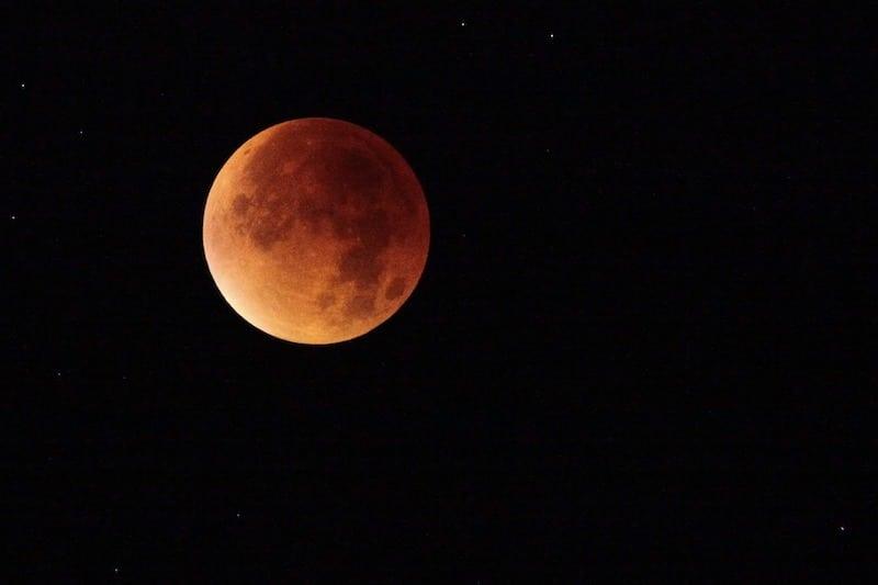 Qué es un eclipse lunar