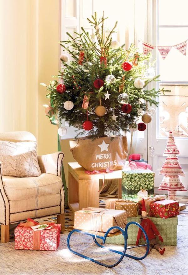 Cómo adornar un árbol de Navidad natural