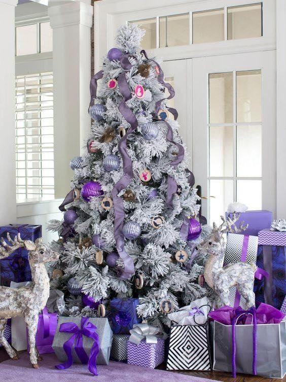 árbol de Navidad en morado