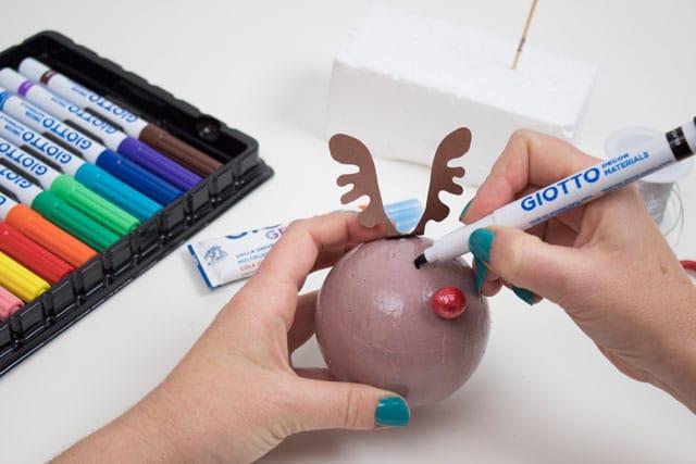 Cómo hacer bolas para el árbol de Navidad 5