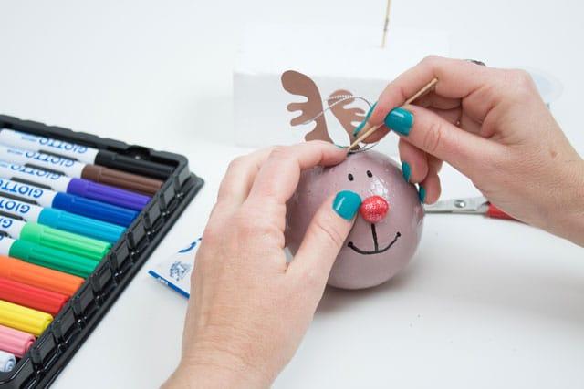 Cómo hacer bolas para el árbol de Navidad 6