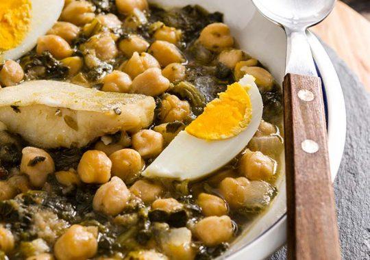 Potaje de garbanzos con espinacas y bacalao