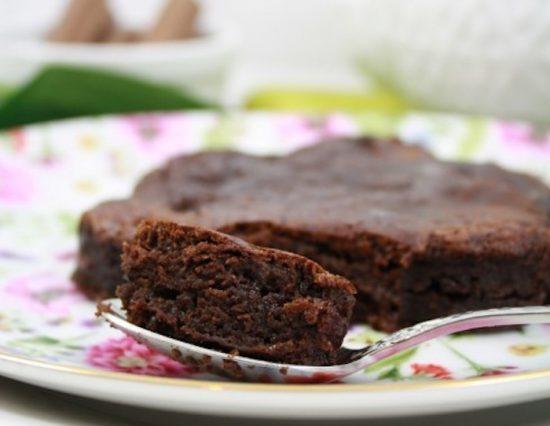 pastel de chocolate en sartén
