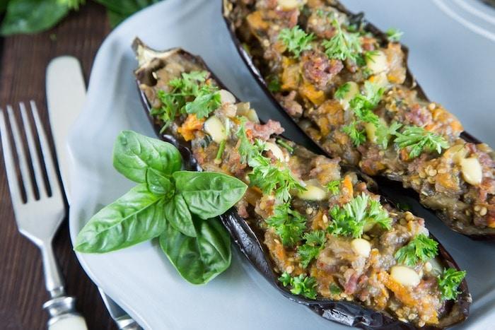 Berenjenas rellenas con carne y verduras