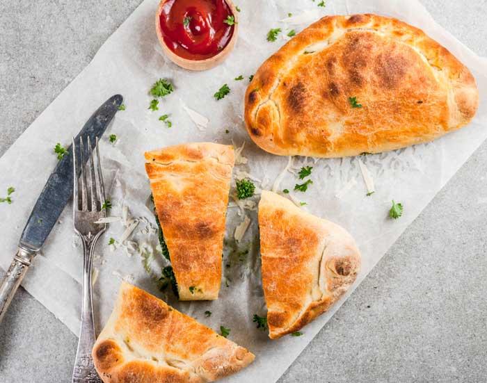 Cómo hacer pizza CALZONE casera (3 recetas fáciles) 3