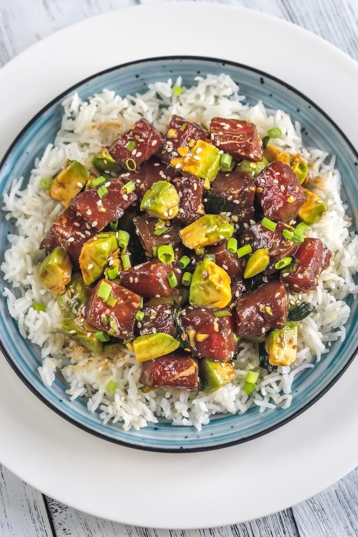 Ensalada de arroz con atún y aguacate