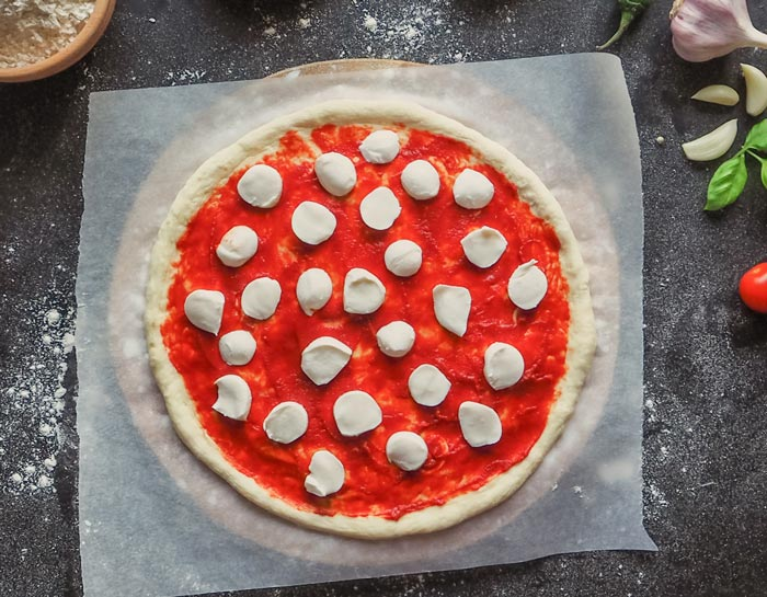 Pizza Margarita (receta con masa de pizza casera) 6