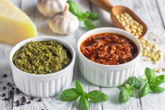 salsa pesto de albahaca y pesto rojo