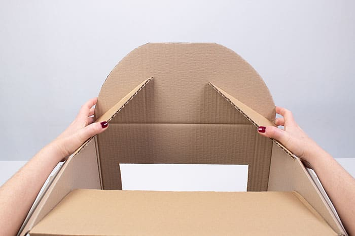 teatrillo infantil con caja de cartón