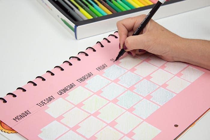 Cómo hacer un calendario escolar de pared 13